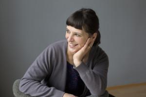 Lucie Stein im seitlichen Portrait